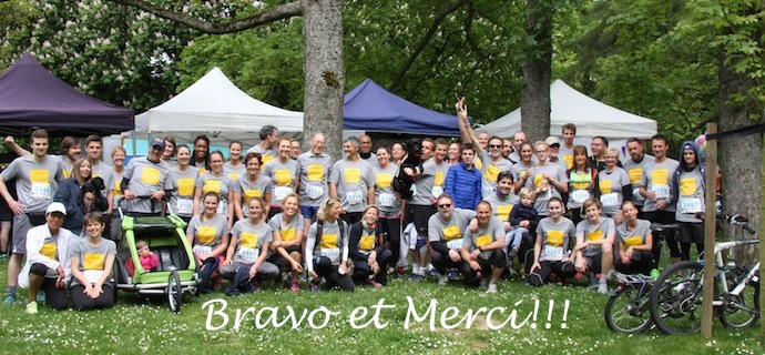 Illustration : Photo de groupe des 60 coureurs avec le t-shirt I See